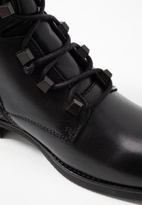 Tommy Jeans - PIN LOGO LACE UP BOOT - Botines con cordones - black - 2