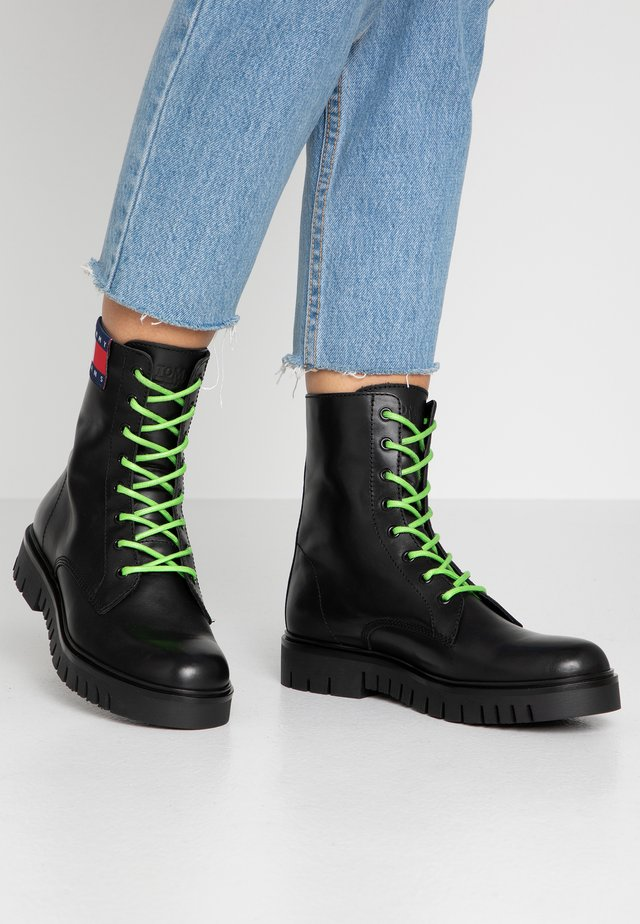NEON DETAIL LACE UP BOOT - Botki na platformie - black