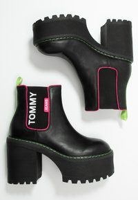 Tommy Jeans - CHELSEA CLEATED HEELED BOOT - Ankelboots med høye hæler - black - 3
