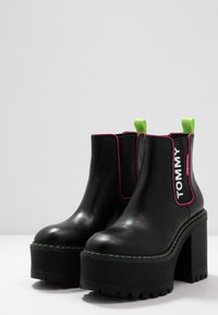 Tommy Jeans - CHELSEA CLEATED HEELED BOOT - Ankelboots med høye hæler - black - 4
