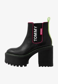 Tommy Jeans - CHELSEA CLEATED HEELED BOOT - Ankelboots med høye hæler - black - 1