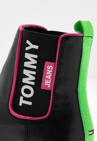 Tommy Jeans - NEON DETAIL CHELSEA BOOT - Botki - black - 2
