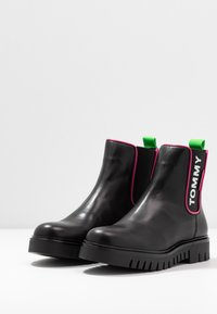 Tommy Jeans - NEON DETAIL CHELSEA BOOT - Botki - black - 4