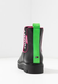 Tommy Jeans - NEON DETAIL CHELSEA BOOT - Botki - black - 5