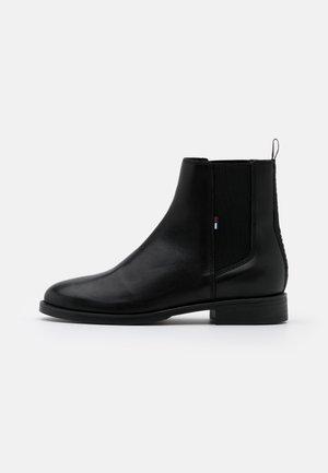 ESSENTIAL DRESSED CHELSEA  - Korte laarzen - black