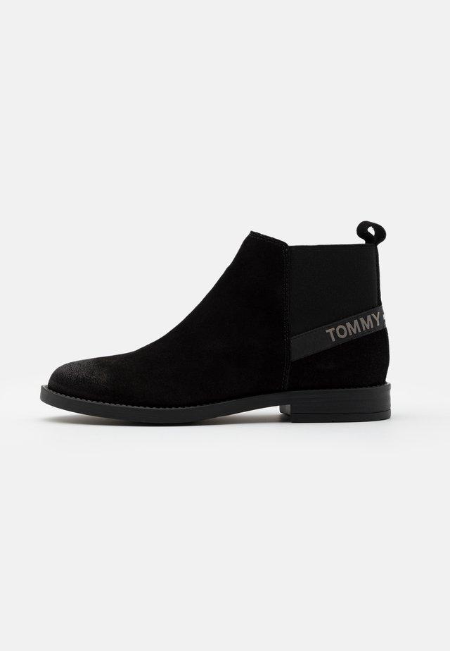 ESSENTIAL CHELSEA - Boots à talons - black