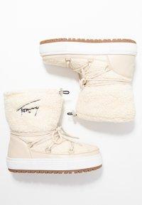 Tommy Jeans - SIGNATURE SNOWBOOT - Bottes de neige - white - 3