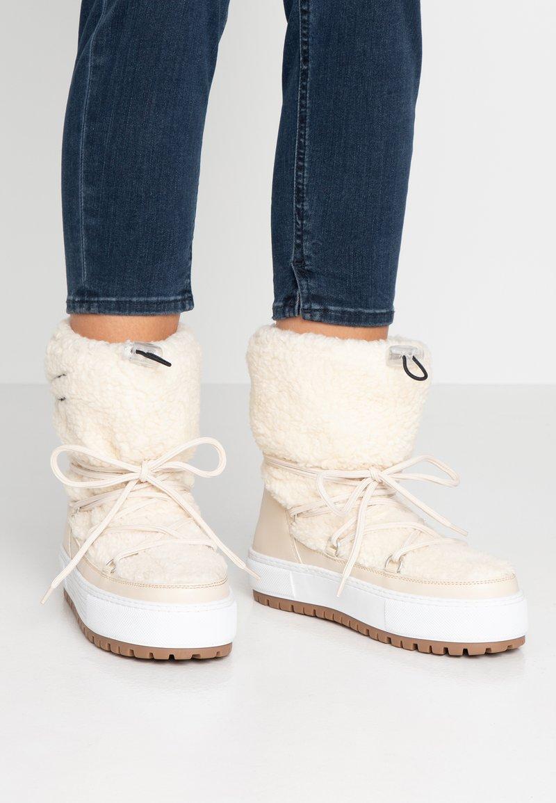 Tommy Jeans - SIGNATURE TEDDY  - Stivali da neve  - white
