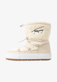 Tommy Jeans - SIGNATURE SNOWBOOT - Bottes de neige - white - 1