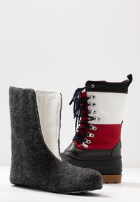 Tommy Jeans - HERITAGE DUCKBOOT - Winter boots - red - 5