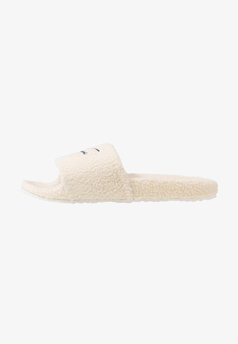 Tommy Jeans - SIGNATURE SLIDE - Domácí obuv - white