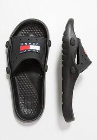 Tommy Jeans - HERITAGE JEANS POOLSLIDE - Rantasandaalit - black - 1