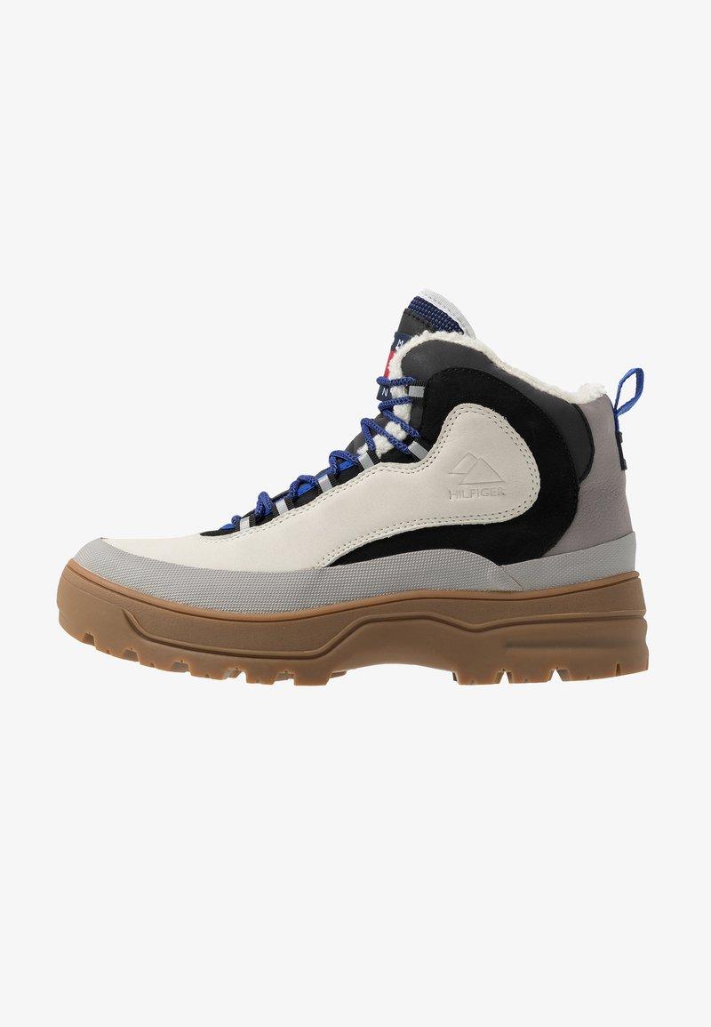 Tommy Jeans - HILFIGER EXPEDITION BOOT - Stivaletti stringati - grey