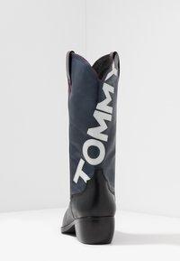 Tommy Jeans - HERITAGE MENS - Kowbojki i obuwie motocyklowe - red - 3