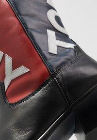 Tommy Jeans - HERITAGE MENS - Kowbojki i obuwie motocyklowe - red - 5