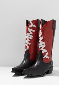 Tommy Jeans - HERITAGE MENS - Kowbojki i obuwie motocyklowe - red - 2