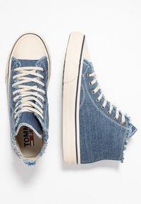 Tommy Jeans - HIGHTOP - Zapatillas altas - denim - 1