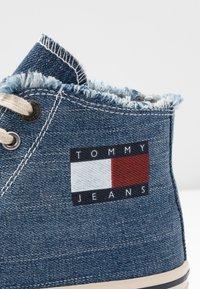Tommy Jeans - HIGHTOP - Zapatillas altas - denim - 5