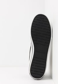 Tommy Jeans - CLASSIC MID - Sneakers high - black - 4