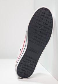 Tommy Jeans - Sneakersy niskie - white - 4