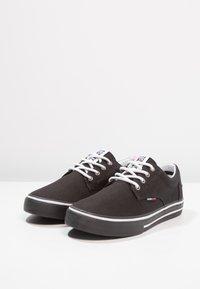 Tommy Jeans - Sneakersy niskie - black - 2