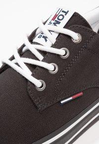 Tommy Jeans - Sneakersy niskie - black - 5