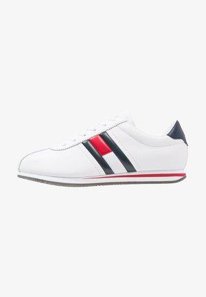 RETRO FLAG  - Sneakersy niskie - white