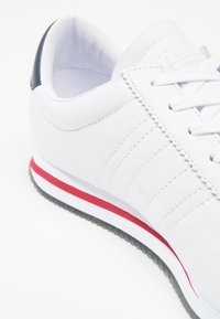 Tommy Jeans - RETRO FLAG  - Sneakers - white - 5