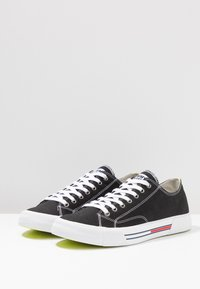 Tommy Jeans - CLASSIC - Sneakersy niskie - black - 2
