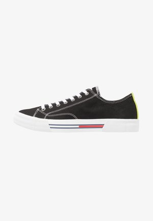 CLASSIC - Trainers - black