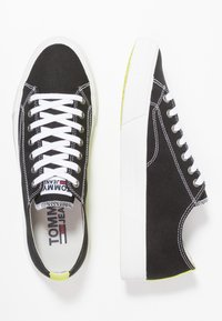 Tommy Jeans - CLASSIC - Sneakersy niskie - black - 1