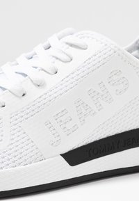 Tommy Jeans - TECHNICAL DETAILS FLEXI - Zapatillas - white - 5
