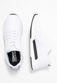 Tommy Jeans - TECHNICAL DETAILS FLEXI - Zapatillas - white - 1