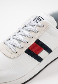 Tommy Jeans - FLAG FLEXI  - Sneakers - white - 5