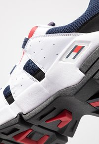 Tommy Jeans - HERITAGE CHUNKY  - Sneakers laag - red - 5