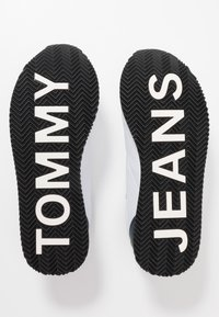 Tommy Jeans - CASUAL - Sneakers - white - 5