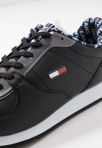 Tommy Jeans - CASUAL - Sneakersy niskie - black - 6