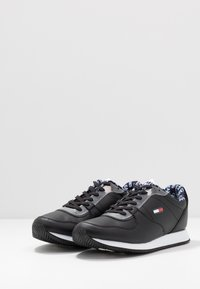 Tommy Jeans - CASUAL - Sneakersy niskie - black - 2