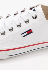 Tommy Jeans - CITY  - Sneakersy niskie - white - 5