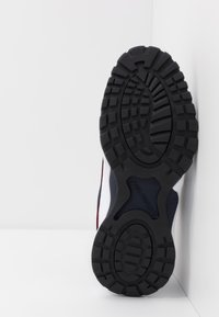Tommy Jeans - HERITAGE  - Sneakersy niskie - white - 4