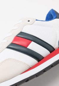 Tommy Jeans - CASUAL - Sneakersy niskie - white - 5