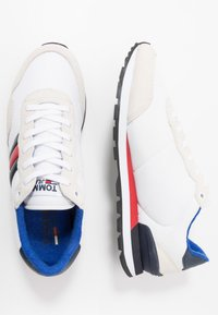 Tommy Jeans - CASUAL - Sneakersy niskie - white - 1