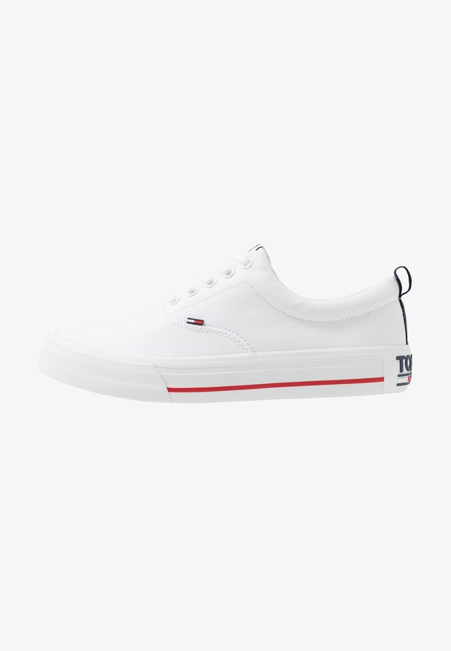 CLASSIC - Sneaker low - white