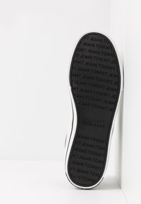 Tommy Jeans - CLASSIC - Baskets basses - black - 4