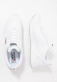 Tommy Jeans - FLEXI RUNNER - Sneakersy niskie - white - 1