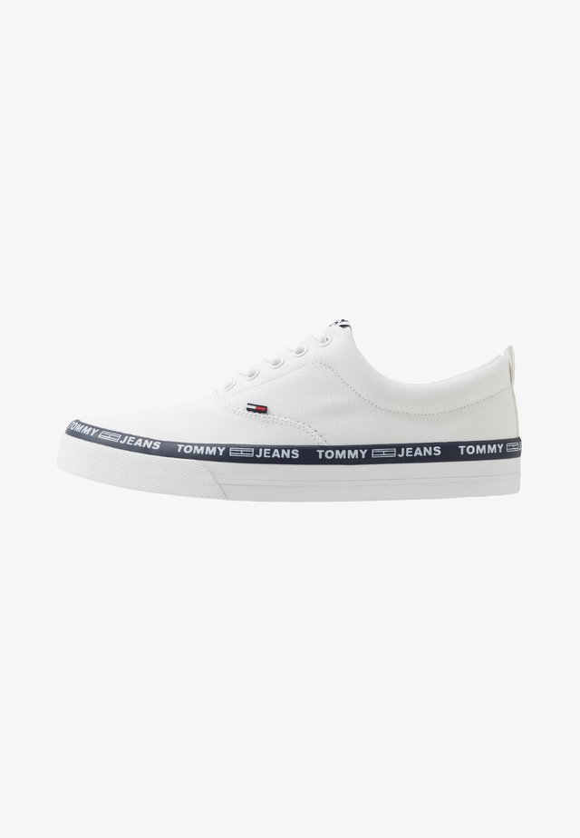 CLASSIC LACE UP - Sneakers - white
