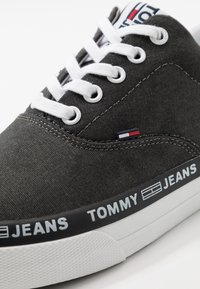 Tommy Jeans - CLASSIC LACE UP - Matalavartiset tennarit - black - 5
