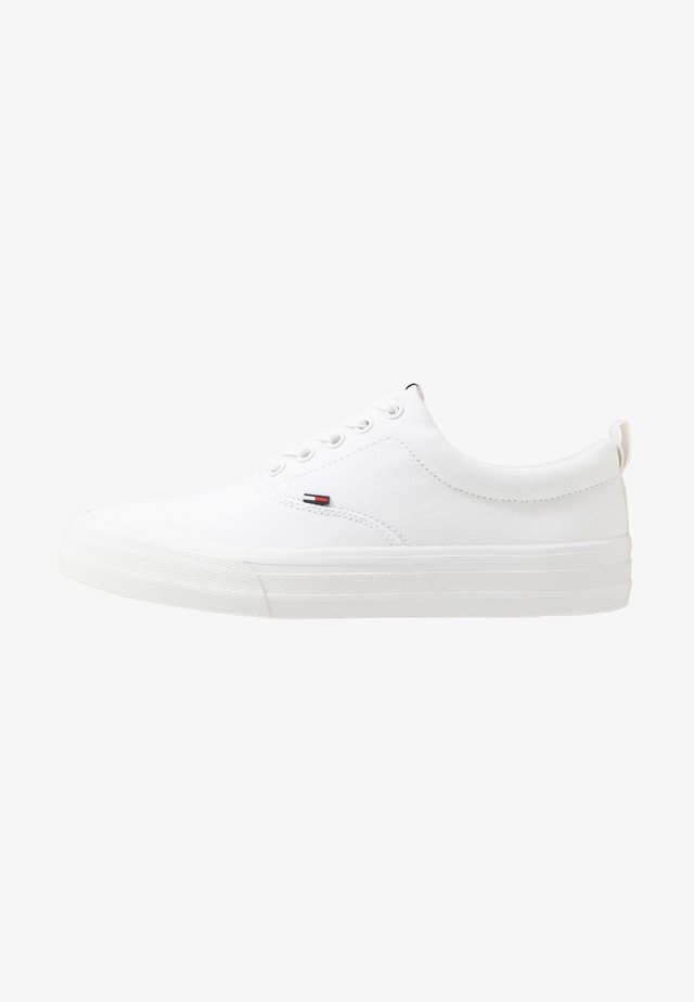 CLASSIC - Sneakers - white
