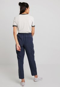Tommy Jeans - FLUID JOG PANT - Pantalon classique - black iris - 2