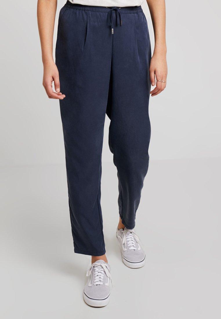 Tommy Jeans - FLUID JOG PANT - Stoffhose - black iris